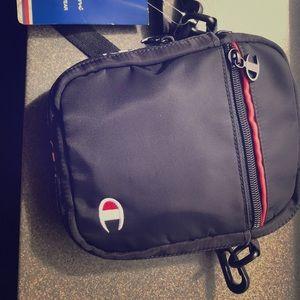 Champion shoulder bag, for men and women.